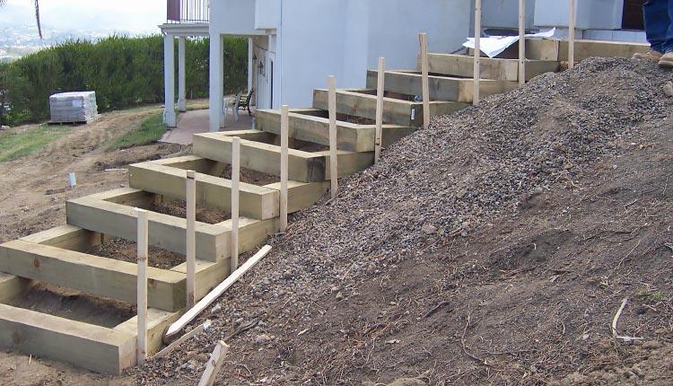 Как сделать ступени в саду: оригинальные решения для разноуровневых участков. Как сделать бетонные ступеньки на дачном склоне своими силами